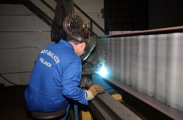 Vi konstuerar, tillverkar, levererar och monterar stålkonstruktioner.